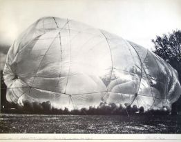 "Christo ""1200 m3 Paket Minneapolis, Monuments"" aus dem Jahr 1968"